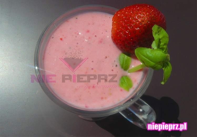mleczny koktajl truskawkowy